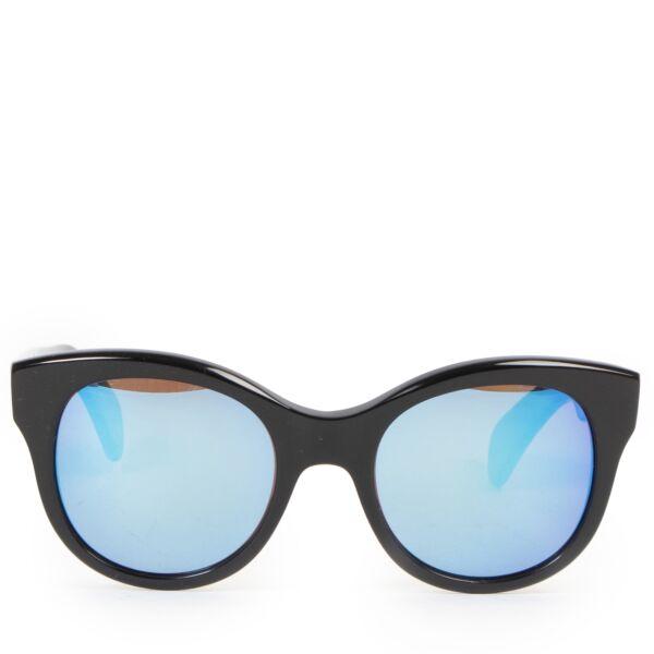 Buy preloved second-hand sunglasses at LabelLOV