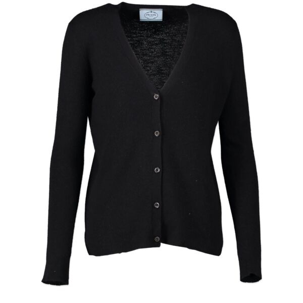 Buy these Prada Black Cardigan- IT 44 for a reasonable price at Labellov online or in store. Koop deze Prada Black Cardigan- IT 44voor een redelijke prijs bij Labellov online of in de winkel.