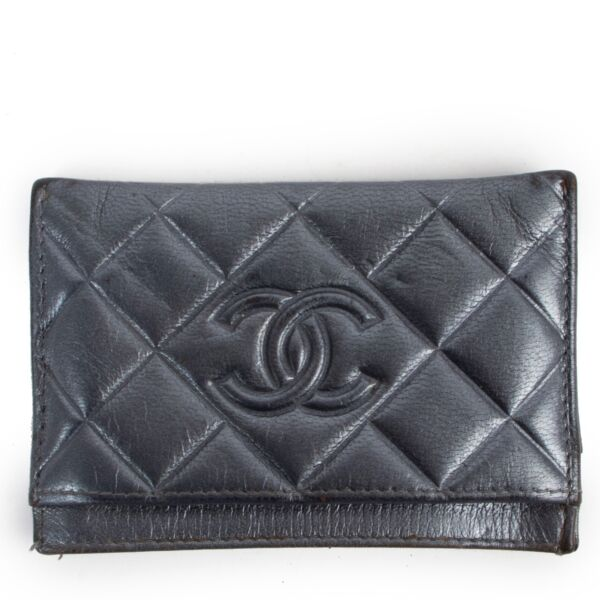 Buy this Chanel Grey Cardholder at Labellov for a reasonable price online or in store in Antwerp or at www.labellov.com