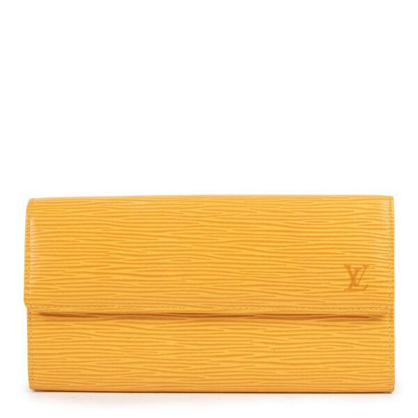 Shop safe online at Labellov in Antwerp this 100% authentic second hand Louis Vuitton Yellow Epi Porte Tresor Wallet