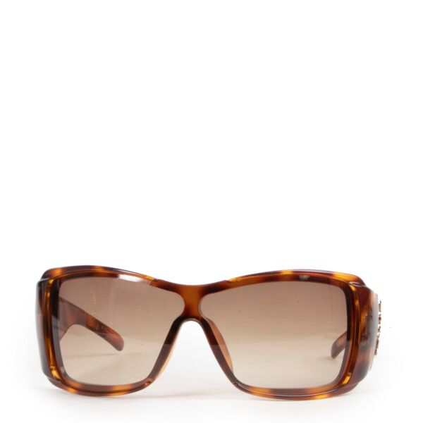 Buy online Christian Dior Tortoise Brown Sunglasses in a safe way. Shop online Christian Dior Tortoise Brown Sunglasses safely. Buy authentic second hand Christian Dior Tortoise Brown Sunglasses online in a safe way.