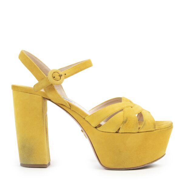 Koop tweedehands schoenen bij LabelLOV Antwerpen.
