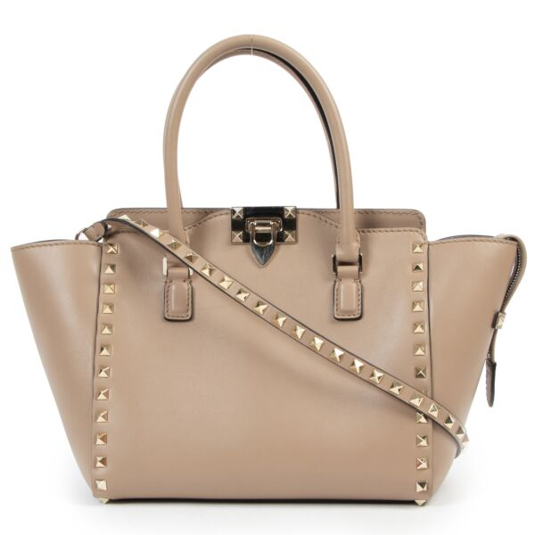 Valentino Garavani Nude Rockstud Small Leather Trapeze Bag for the best price at Labellov secondhand
