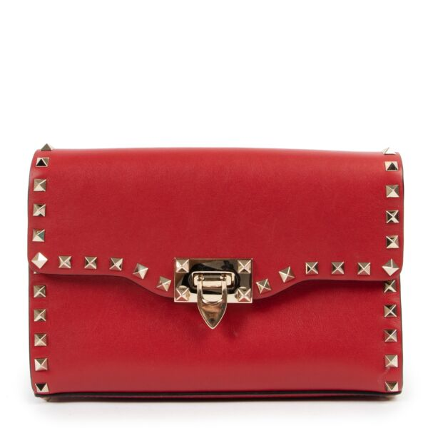 Shop safe online at Labellov in Antwerp this 100% authentic second hand Valentino Garavani Red Leather Rockstud Crossbody