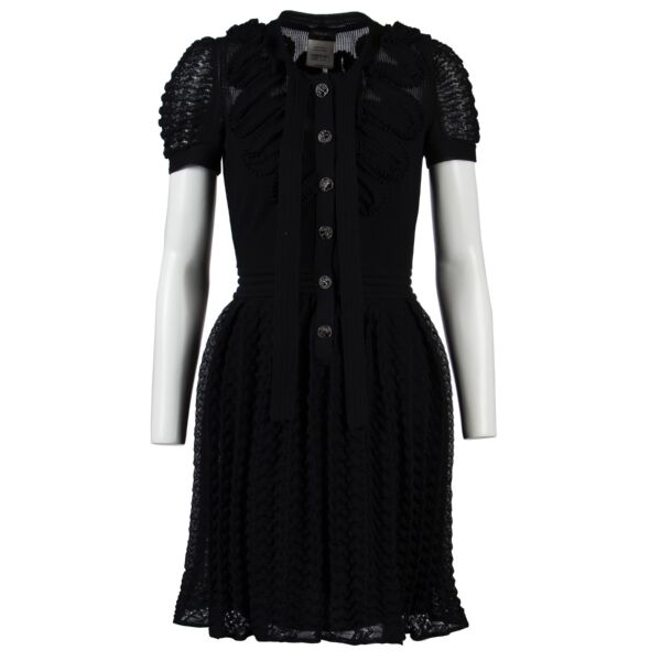 Shop safe online at Labellov in Antwerp this 100% authentic second hand Chanel Black Dress in very good condition.