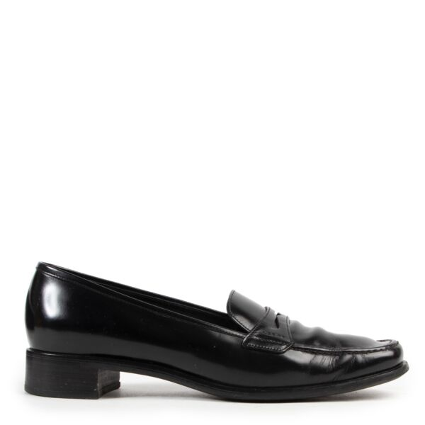 Shop online authentic Prada Black Loafers in Size 39,5 in good condition.