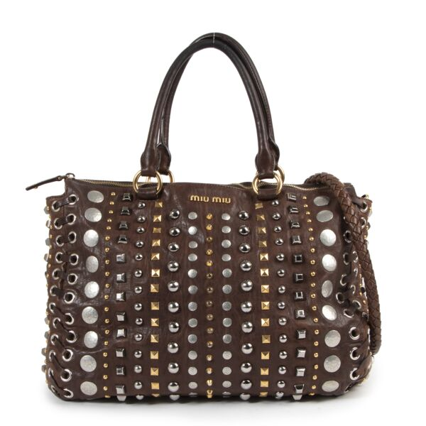 Authentieke Tweedehands Miu Miu Brown Leather Studded Shoulder Bag juiste prijs veilig online shoppen luxe merken webshop winkelen Antwerpen België mode fashion