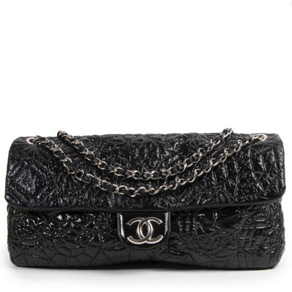 koop tweedehands Chanel Black Patent Graphic Edge Single Flap Bag