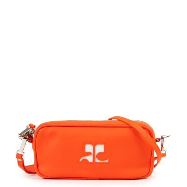 Safely purchase a used one Courreges orange clutch. Buy online in a reliable way a Courreges orange clutch. Buy in a safe site and easy way a Courreges orange clutch