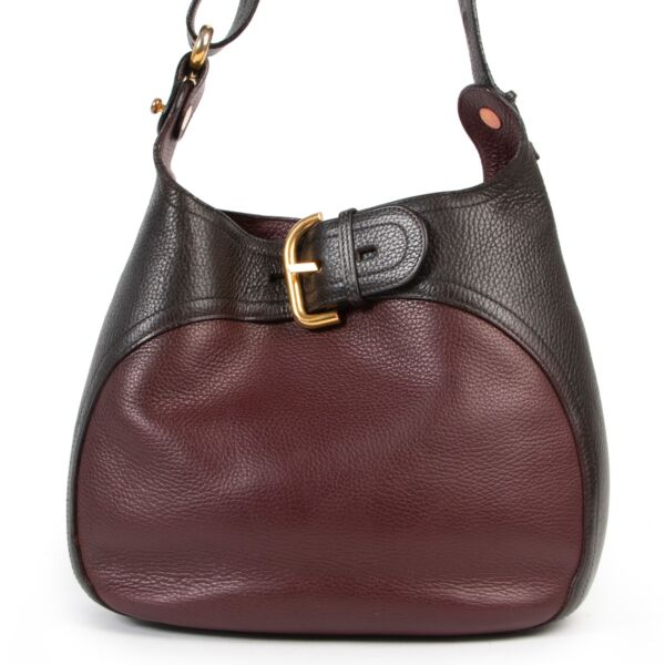 Shop safe online at Labellov in Antwerp this 100% authentic second hand Delvaux Burgundy Leather Souverain Crossbody Bag