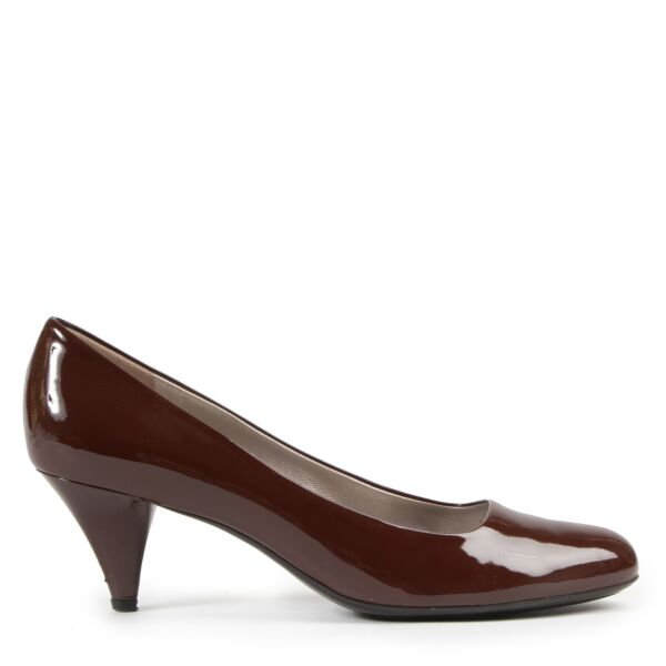 Salvatore Ferragamo Chestnut Brown Patent Pumps for the best price at Labellov