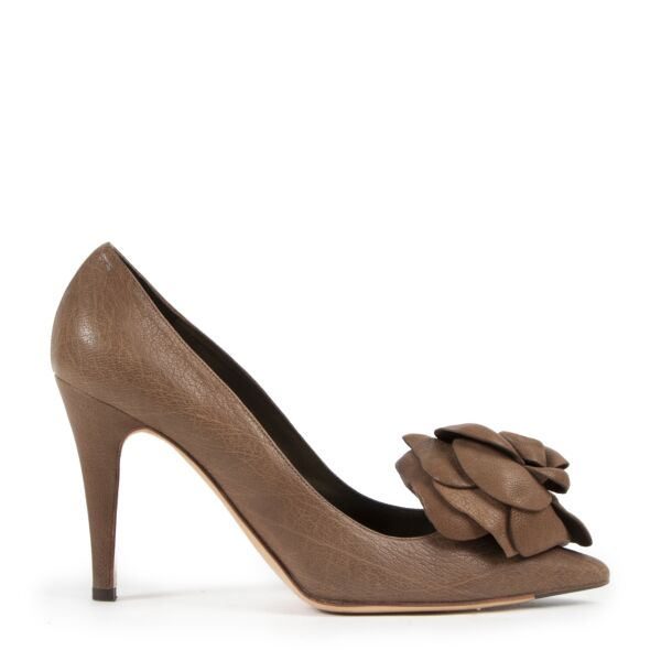 Valentino Brown Leather Flower Pumps - size 39 for the best price online at Labellov