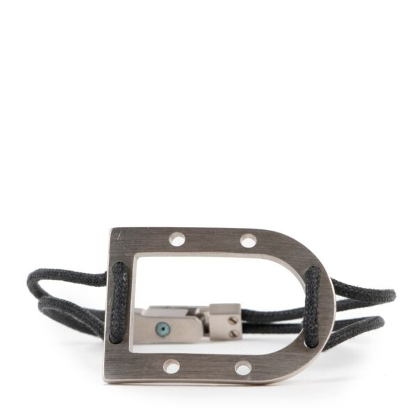Buy this 100% authentic Delvaux bracelet here safely.