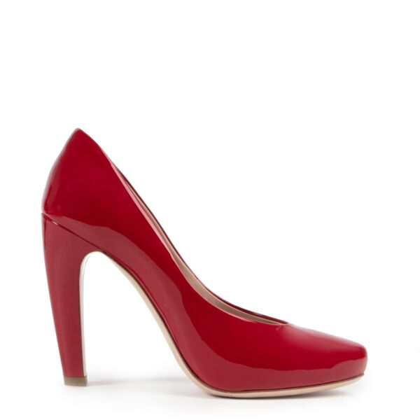 Red pumps by Miu Miu on Labellov safe website in good condition