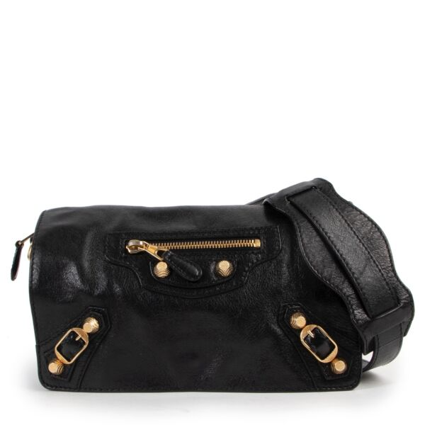 Get this Balenciaga Black Leather Tool Kit Giant Studs Crossbody at Labellov online or in store. Buy and sell your designer items for a reasonable price.