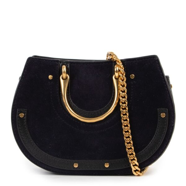 Original no fake Chloé Black Leather Crossbody for sale at Labellov Antwerp with 2nd hand designer goods in good condition
