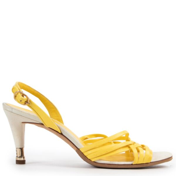 Shop safe online 100% authentic second hand Chanel Yellow Sandals - Size 39 in very good, excellent preloved condition at the right price at Labellov in Antwerp.