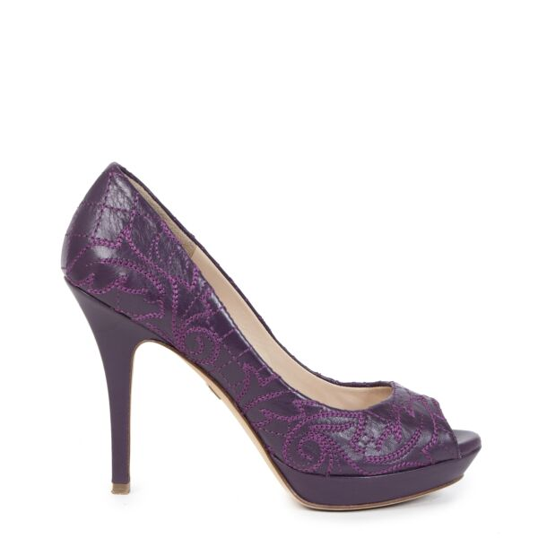 Buy secondhand Versace Purple Embroidered Leather Peep Toe Platform Pums - Size 37 at the right price online safe and secure at LabelLOV webshop luxury brand Antwerp Belgium