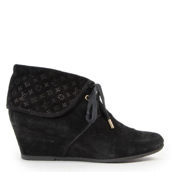 Louis Vuitton Black Suede Wedge Booties kopen en verkopen aan de beste prijs