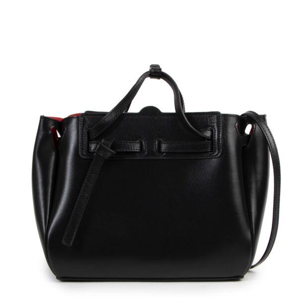 Koop veilig online op labellov.com Loewe Lazo zwarte schoudertas.