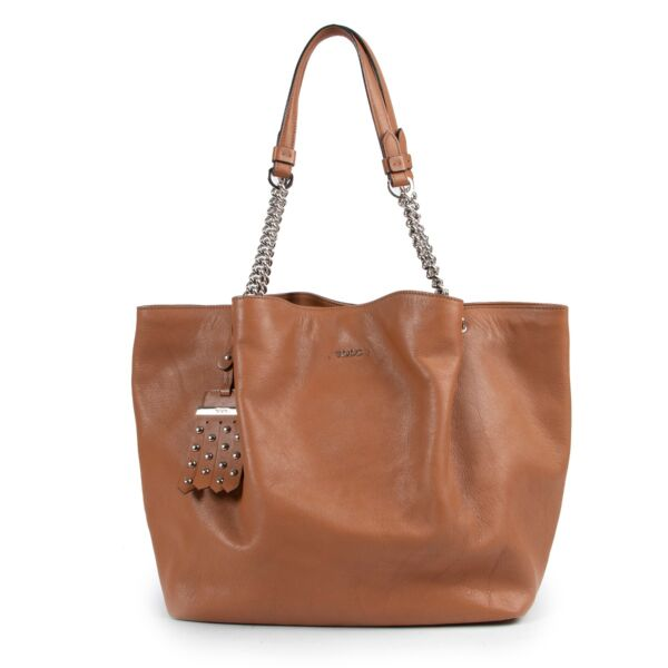 Buy and sell your authentic designer bag such as this Tod's Cognac Shoulder Bag only online at Labellov secondhand luxury in Antwerp.