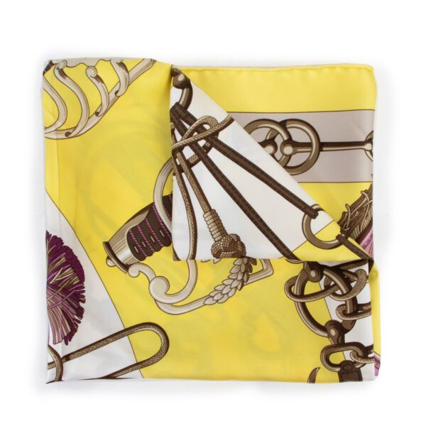 Buy this Hermès Yellow Cliquetis Scarf at Labellov online or come by in our showroom at Antwerp. Get this scarf for a reasonable price and in good condition.