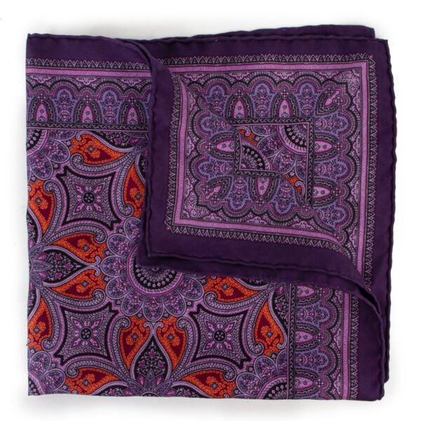 Get this Hermès Purple Pochette Scarf Paisley at Labellov. Buy online or step by in store at Antwerp.