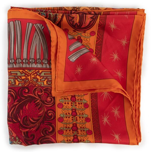 Get this Hermès Orange Sur Un Tapis Volant Scarf at Labellov online or in store in very good condition. Buy and sell your designer items for a reasonable price and with excellent service