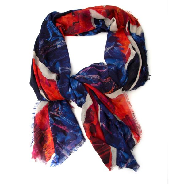 Alexander Mcqueen 'Union Jack' Silk Chiffon Scarf Buy authentic designer Alexander mcqueen secondhand scarves at Labellov at the best price. Safe and secure shopping. Koop tweedehands authentieke Alexander Mcqueen sjaal bij designer webwinkel labellov