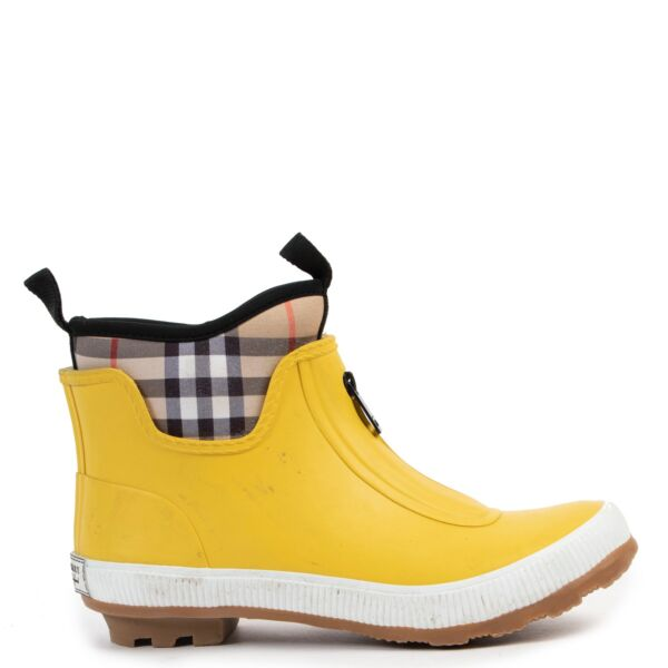 Burberry Yellow Sneakers-Size 34  at Labellov online or in store available for a reasonable price and in good condition. Get them now!