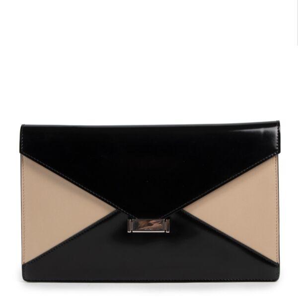 Achetez un authentique Céline leather diamond clutch d'occasion au juste prix.