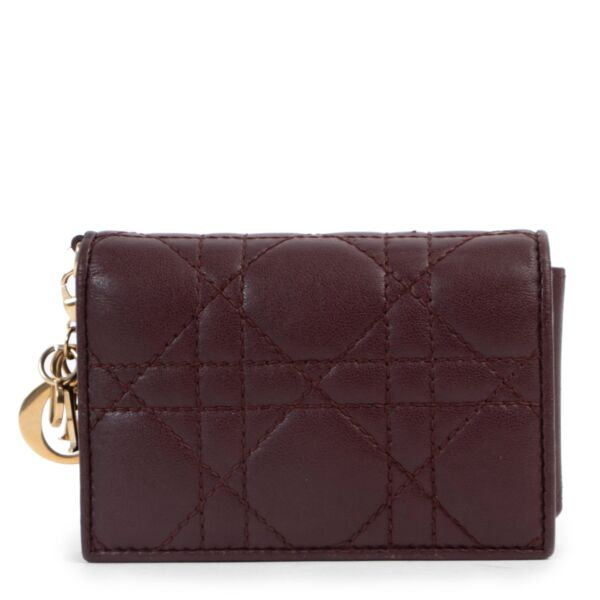 Shop safe online 100% authentic second hand Christian Dior Burgundy Wallet in very good condition at the right price at Labellov in Antwerp.