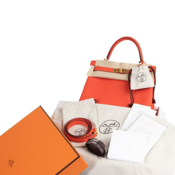 *Never Used* Hermes Kelly 28 Togo Capucine GHW