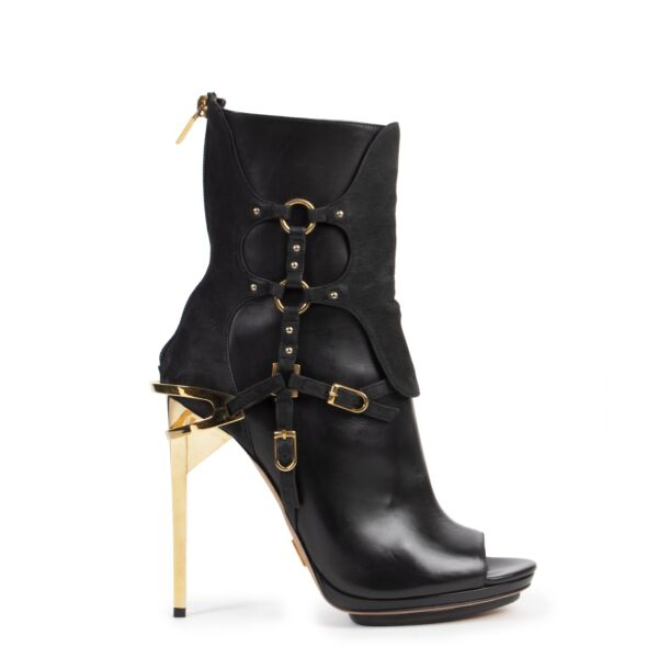 Herve Leger Black Alyn Day Boots available online at Labellov secondhand luxury
