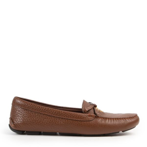 Shop online authentic brown Prada loafers at the right price in size 41.