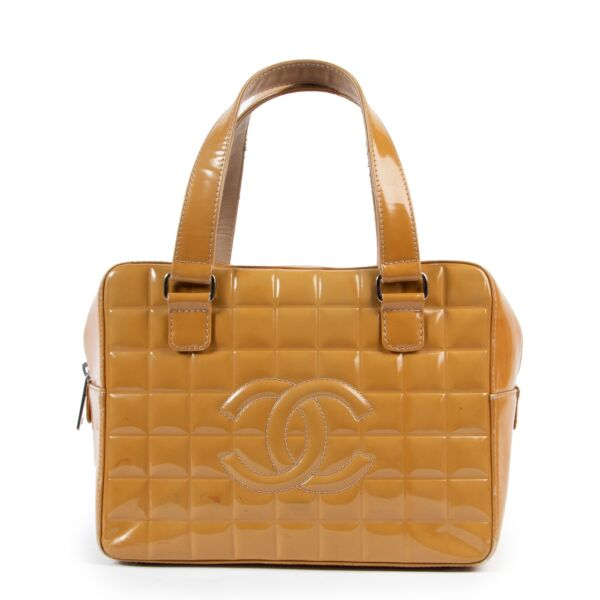 Shop safe online 100% authentic second hand Chanel Mustard Pantent Leather Top Handle Bag in very good condition at the right price at Labellov in Antwerp.