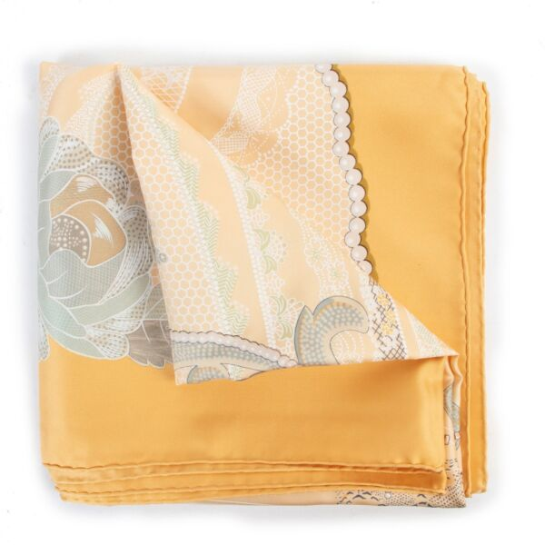 Original Hermès scarf Doigts De Fée with good price on 2nd hand preloved site