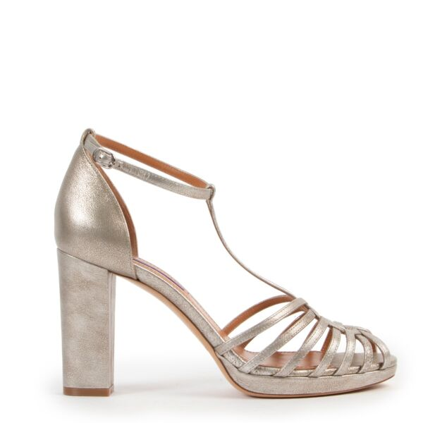Original Ralph Lauren Silver Pumps in Size 39 now online for sale in Labellov Antwerp with luxury 2ndh hand vintage designer shoes in good condition
