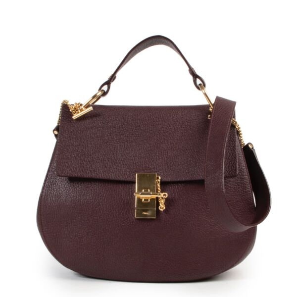 Shop and sell your bags at Labellov for a reasonable price. Find for example this Chloé Burgundy Crossbody Bag in store or online.