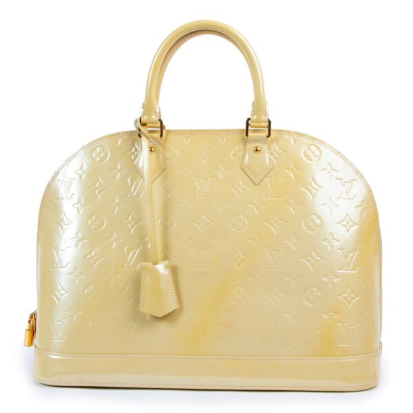 Louis Vuitton Alma Vernis GM Blanc Corail for the best price at Labellov secondhand luxury in Antwerp