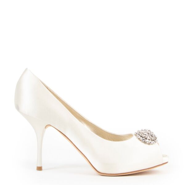 Shop safe online authentic second hand Guiseppe Zanotti White Pumps. Buy online Guiseppe Zanotti White Pumps in a safe way. Shop Guiseppe Zanotti White Pumps online safely.