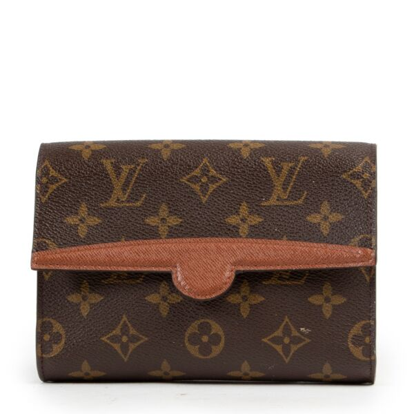 Buy and sell your designer catches at Labellov for a reasonable price. Buy this Louis Vuitton Monogram Pochette Belt in good condition.