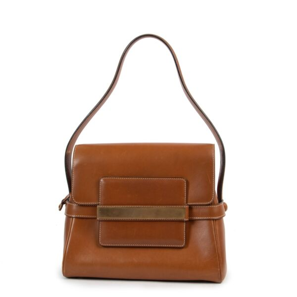 Shop safe online 100% authentic second hand Delvaux Cognac Leather Shoulder Bag at Labellov in Antwerp.
