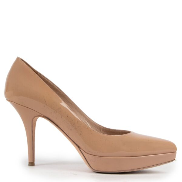 Shop safe online at Labellov in Antwerp this 100% authentic second hand Saint Laurent Beige Patent Leather Pumps - Size 39,5