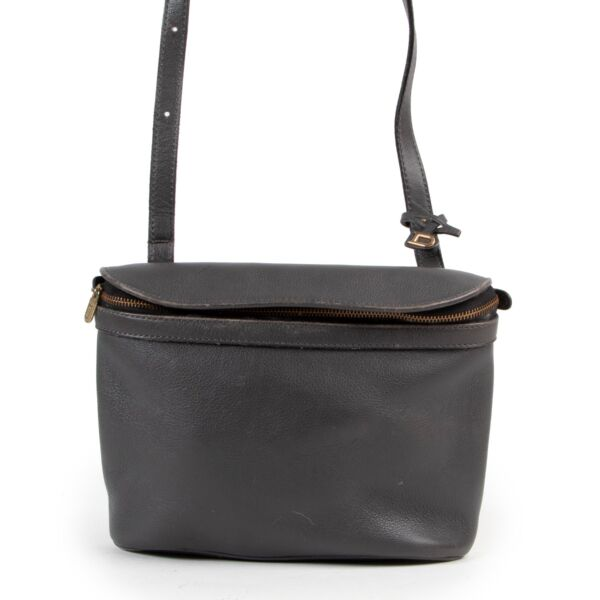 Buy authentic secondhand Delvaux bags at Labellov vintage fashion webshop for the lowest price. Koop authentieke tweedehands Delvaux tassen bij Labellov vintage mode webshop aan de laagste prijs.
