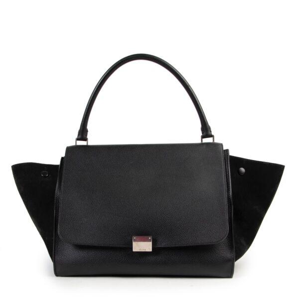 Buy authentic secondhand Céline bags at Labellov vintage fashion webshop for the lowest price. Koop authentieke tweedehands Céline tassen bij Labellov vintage mode webshop aan de laagste prijs.