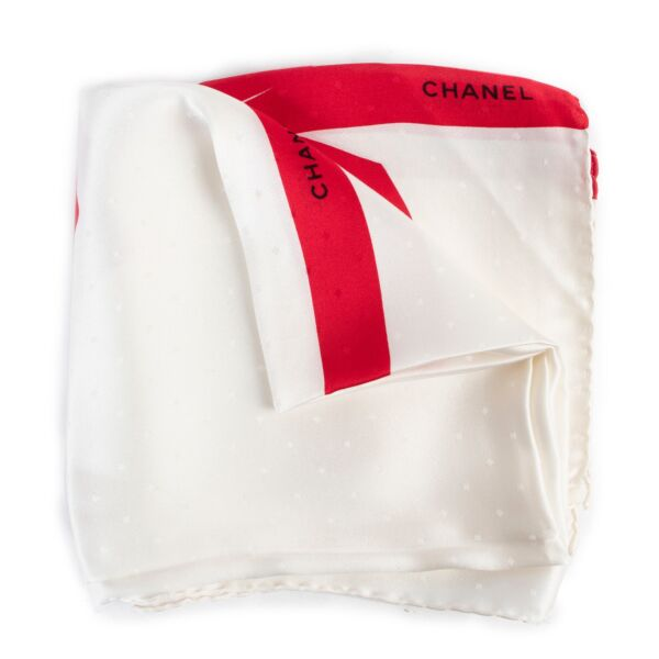Shop safe online Chanel Silk Scarf for the best price. shop safe online your secondhand Chanel Silk Scarf.