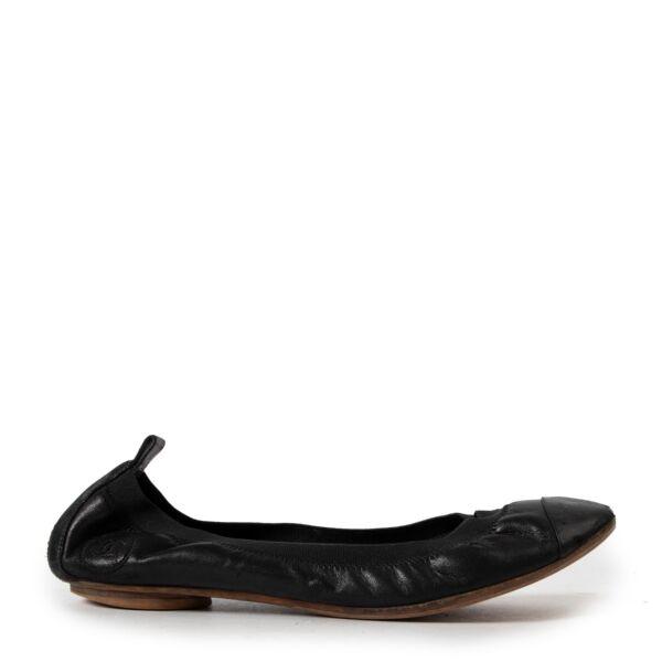 Buy authentic secondhand Chanel shoes at Labellov vintage fashion webshop for the best price. Koop authentieke tweedehands Chanel schoenen bij Labellov vintage mode webshop aan de beste prijs.