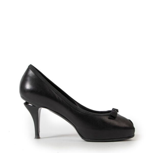 Buy and sell your designer items online or in store at Labellov Antwerp. Buy these Chanel Black Peeptoe Pumps in preloved condition for a reasonable price.