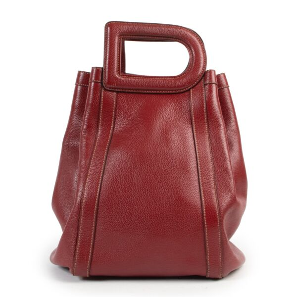 Shop safe online 100% authentic second hand Delvaux Red Caraïbes D Top Handle Bag in very good condition at the right price at Labellov in Antwerp.